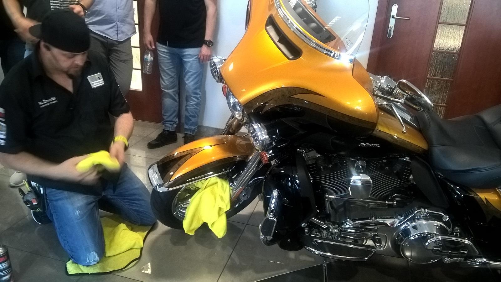 Mistrz Rafał Żmuda w akcji - zabezpieczenie motocykla prezesa firmy integart