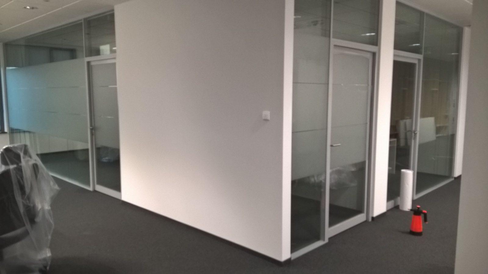 Przeszklenia Biurowe Z Folią Imitującą Szkło Piaskowane